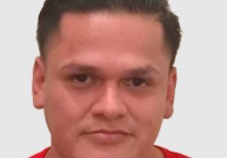 Roberto Aquino, técnico certificado Yale en instalación de cerraduras digitales, CCTV e intercomunicadores en Guatemala.